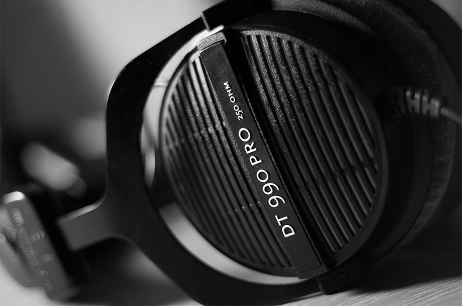هدفون BeyerDynamic DT 990 Pro | خرید هدفون بیر داینامیک DT 990 Pro | خرید هدفون مانیتورینگ | خرید هدفون برای میکس | خرید هدفون بیر داینامیک | کالا استودیو