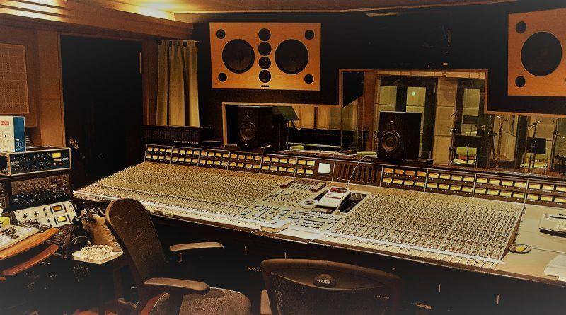 راهنمای خرید تجهیزات استودیویی کارکرده و دست دوم   خرید تجهیزات استودیویی کارکرده   نکاتی درباره خرید تجهیزات استودیویی دست دوم و کارکرده