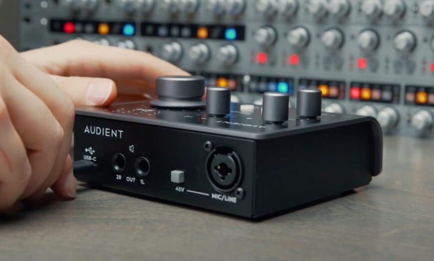 کارت صدا آدینت Audient iD4 Mk2 یک محصول کاملا حرفه ای و قدرتمند میباشد که دارای پری آمپ Class A بوده و خرید آن به شما پیشنهاد می شود... | خرید کارت صدا آدینت | خرید کارت صدا | فروشگاه اینترنتی کالا استودیو